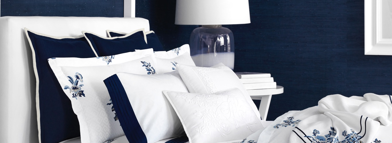 Bed with paisley duvet, solid-hued sheeting & multipatterned pillows